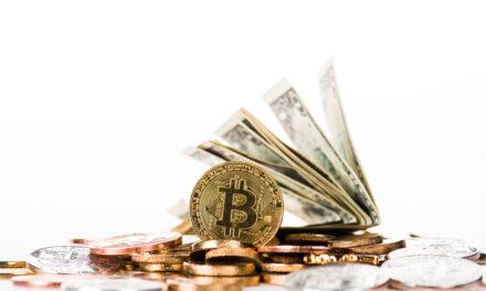 آیا افزایش قیمت طلا و دلار، قیمت بیت کوین را کاهش می دهد؟